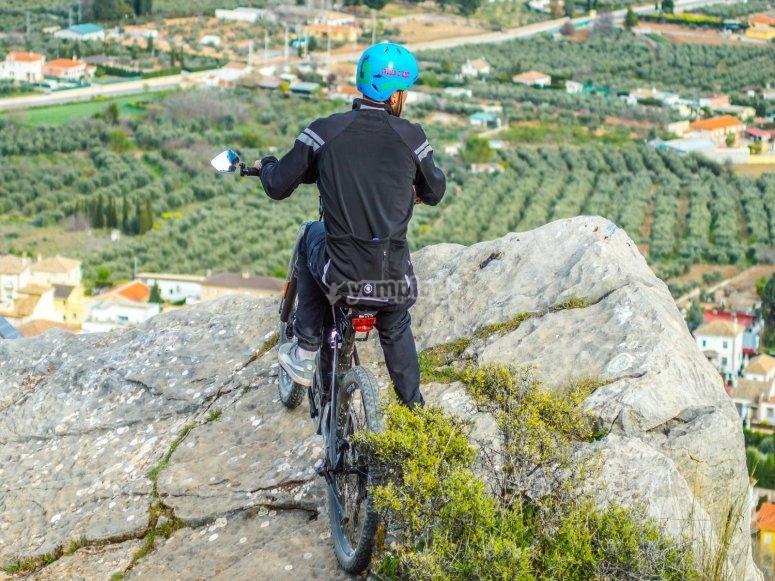 Ammirare i paesaggi con il nostro percorso in bicicletta elettrica
