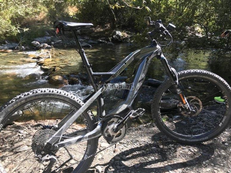 Alla scoperta di angoli su un percorso per bicicletta elettrica