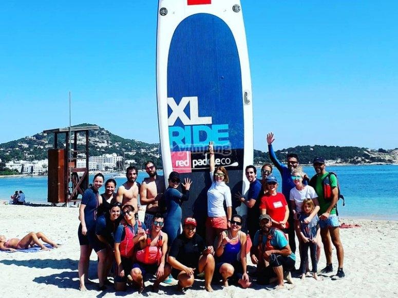 Preparados para navegar en paddle surf gigante