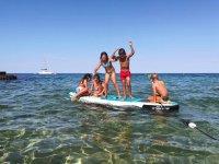 Niños disfrutando del Paddel surf