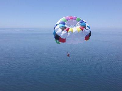 Vuelo parasailing en Estepona 1-2 personas 15 min
