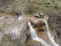 Camino y saltos de agua