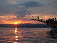 puesta de sol en el barco