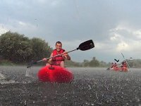 En kayak en dia de tormenta