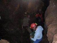 recorriendo la gruta