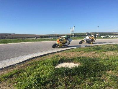 Curso de conducción moto propia 3 tandas Sevilla