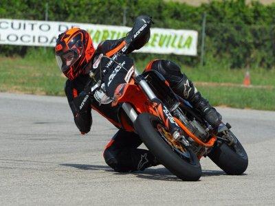 Curso moto KTM SMR 6 tandas en Circuito de Sevilla