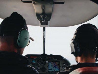 Pilota un aereo a Madrid per 30 minuti