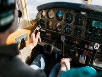 Pilota un aereo a Madrid 1 ora
