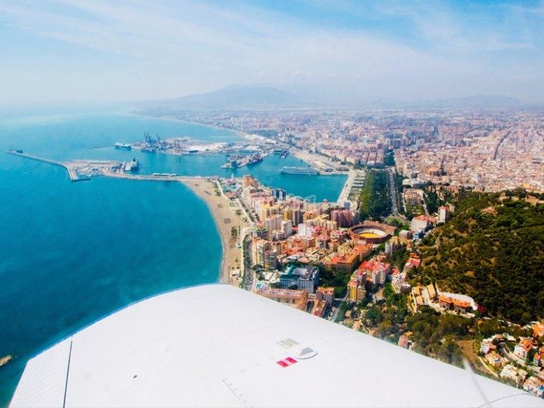 Volare in aereo sopra Malaga
