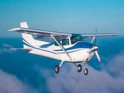 通过马拉加驾驶飞机1小时