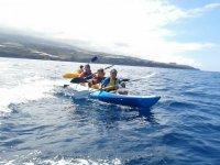 Ninos en el kayak