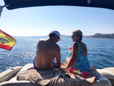 Alquiler barco sin patrón en Marbella 8 pax 2 h