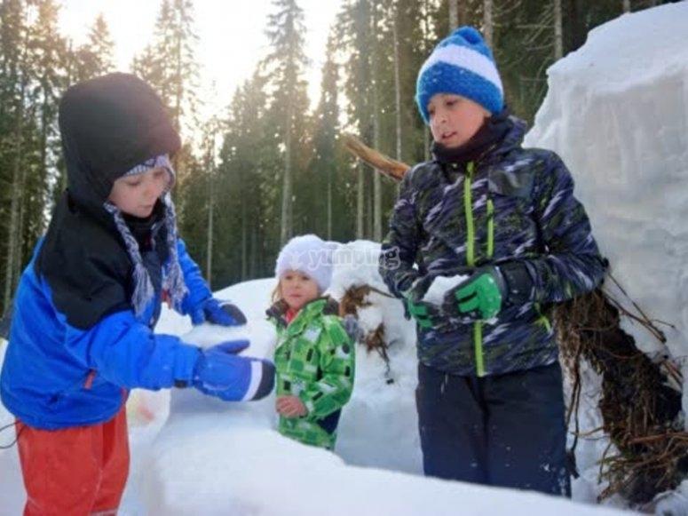 建造冰屋家庭