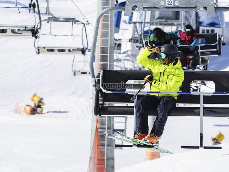 Listos para disfrutar de una clase de esquí