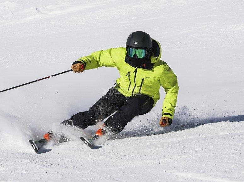 Esquiando en la estación de Astún