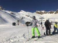 Disfrutando de unas clases de esquí