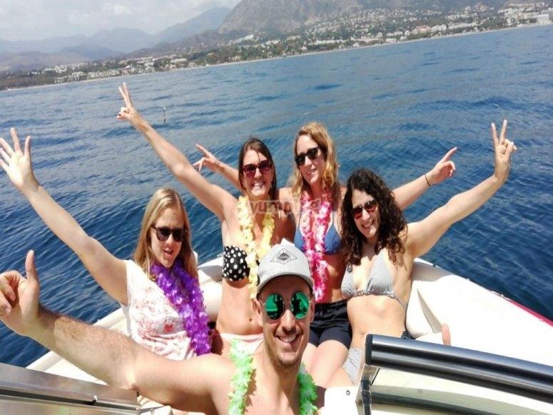 Barco con amigo por Marbella