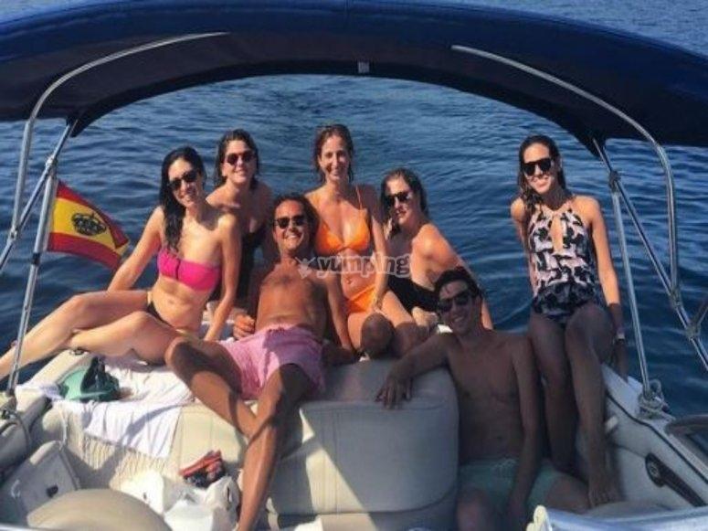 Foto de grupo en la popa del barco