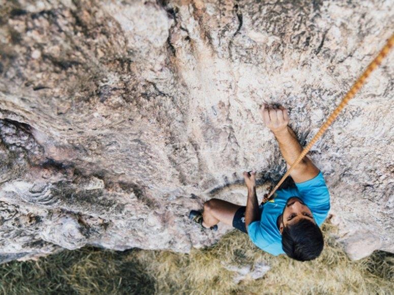 Divirtiéndonos con una ruta de escalada