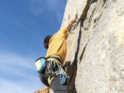 Ruta de escalada en peña de Fresnidiello en Sotres