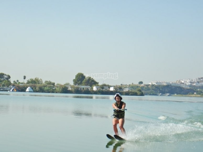 Clase de esquí acuático