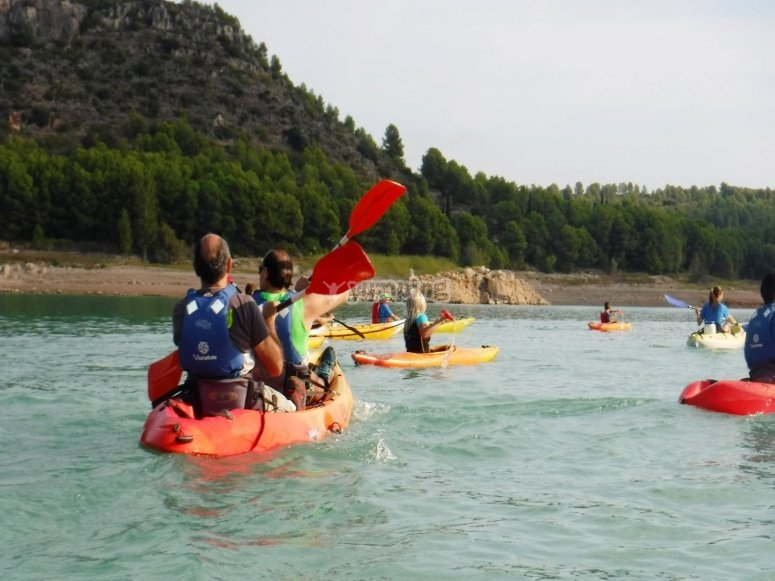 Navegando kayaks