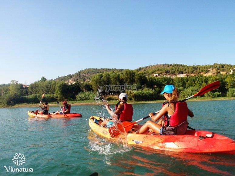 Kayaks en el embalse de Alcora