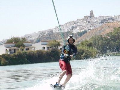 Lezione di wakeboard ad Arcos de La Frontera 25 min