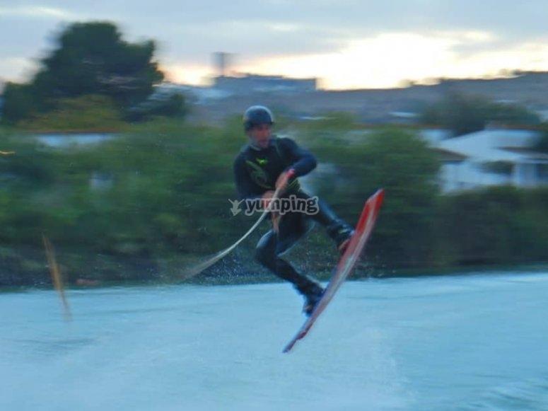 Salto con il wakeboard