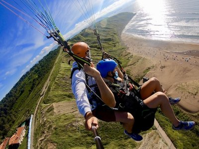 Paragliding flight with video in Getxo 45 mins