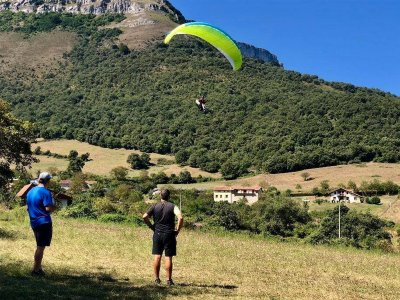 Volo in parapendio con video a Orozko 45 min