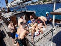 经典帆船和冲浪船上的航行巴利阿里
