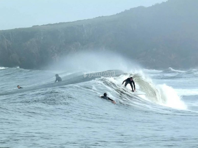 Cogiendo olas en San Antolín