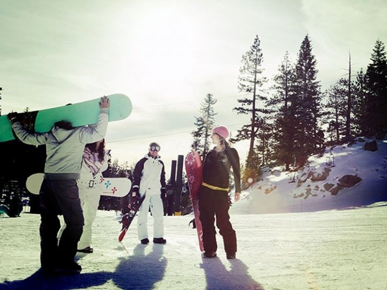 Private snowboarding class with friends