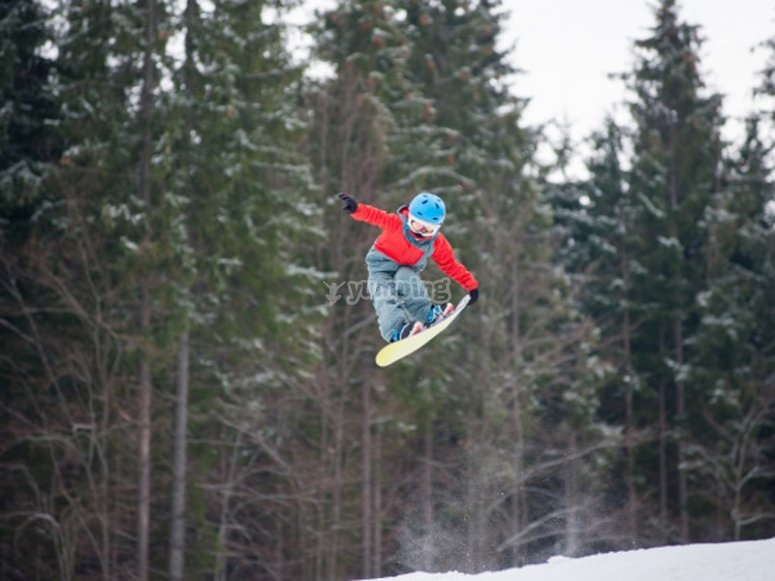 Child practicing in our snowboard school
