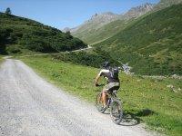 Route on mountain bikes through Canfranc