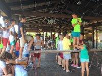 Juegos colectivos en el campamento