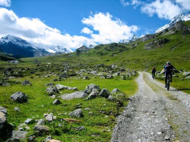 Bicycle routes through the Pyrenees