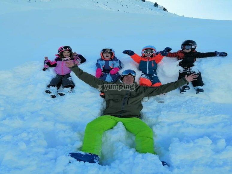 有滑雪教练您的学生在Astún站