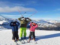 滑雪课的学生和老师