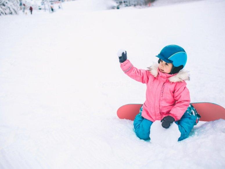 Snowboarding classes for children in Astún