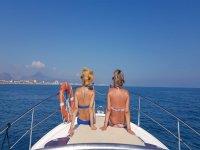 Paseo barco privado con patrón y bebida Oliva 8 h