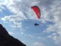 Enjoy powered paragliding