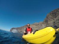 Chica en kayak en Tenerifa