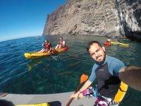 Guiando la excursion en kayak