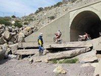 Superando obstaculos en la entrada del tunel