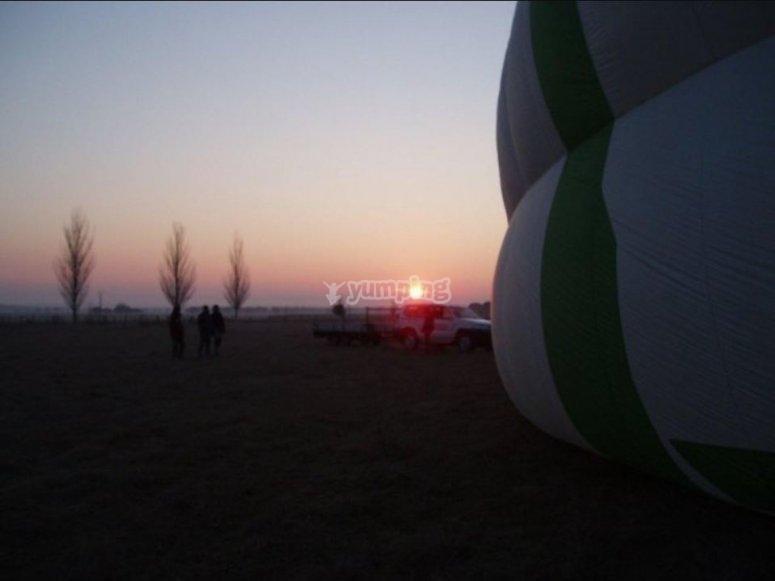 Viendo amanecer desde el globo