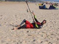风筝冲浪风筝控制在沙滩冲浪