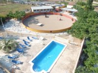 Plaza de capeas con piscina